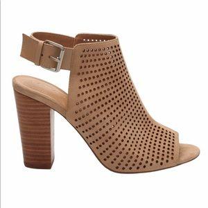 Tahari Margaret Perforated Open Toe Sandal Sz 7.5